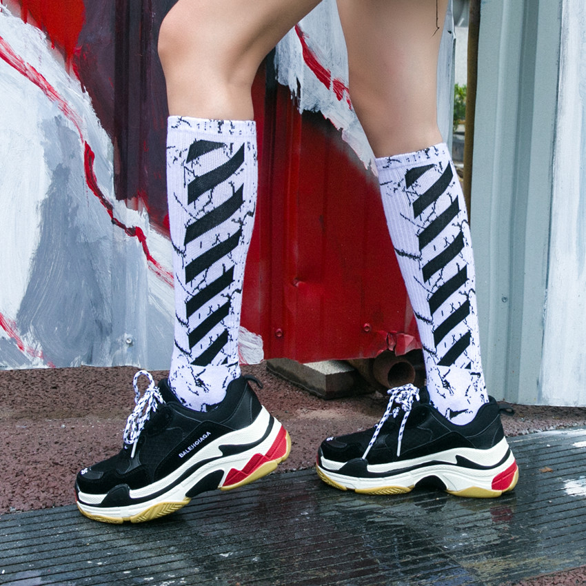 Retro Black And White Marble Striped Socks Elements Of Street Trend Of Men And Women Long-barreled Sports Seasons To The Calf Socks
